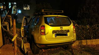 auto in giardino Baselicaduce