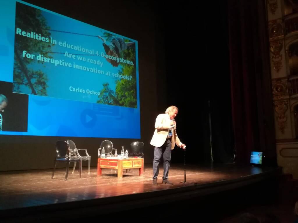 Carlos Ochoa Scuola e Virtuale al Municipale