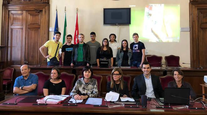 I giovani volontari premiati in Municipio