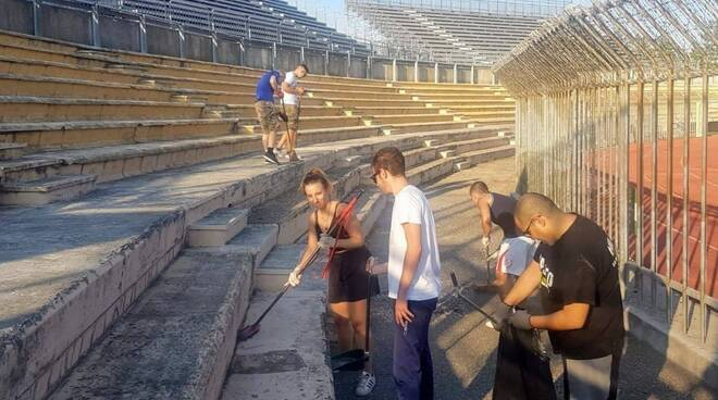 Tifosi del Piacenza ripuliscono lo stadio Garilli
