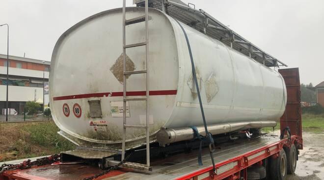 cisterna rinvenuta nel Po 2019