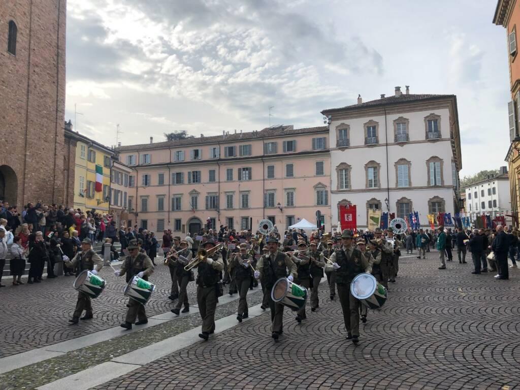 La grande sfilata del raduno degli alpini