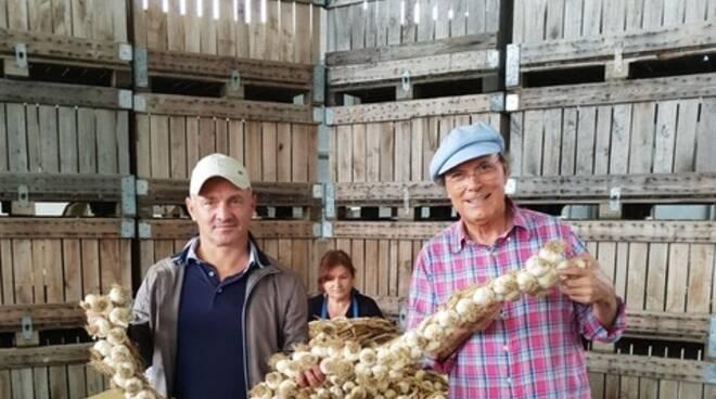 Luca Sardella con l'aglio piacentino