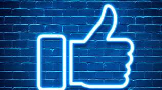 """Presentazione del libro \""""A cosa stai pensando? 1001 status di Facebook\"""" di Simone Rossi"""