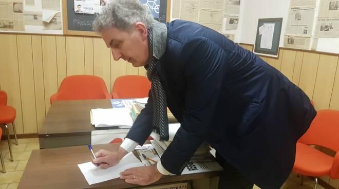 Fabio Callori firma il patto con i pendolari