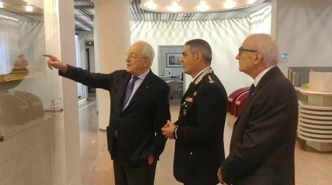 Il colonnello Stefano Savo in visita agli uffici della Banca di Piacenza