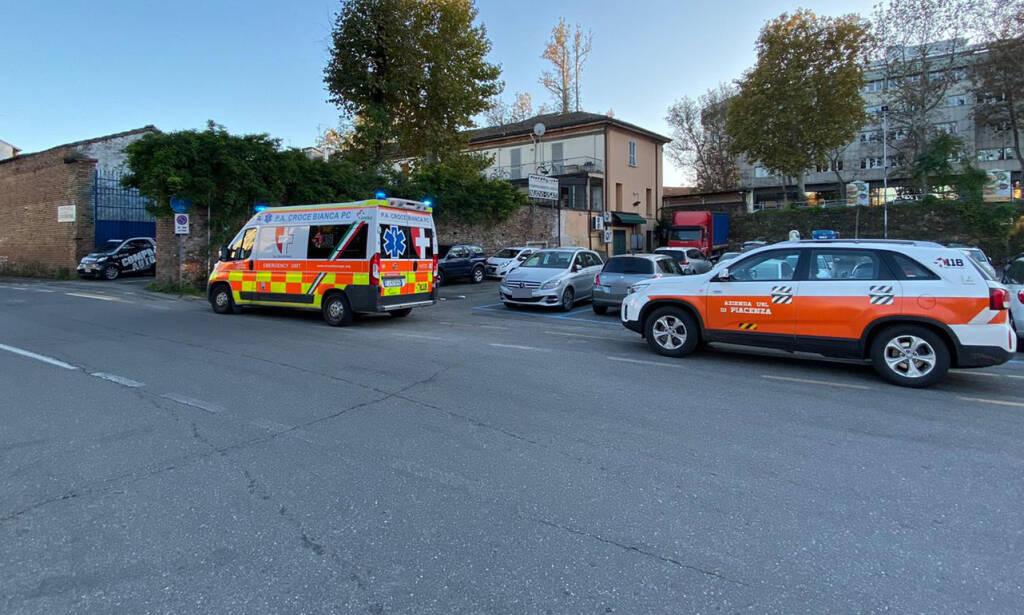 L'intervento dei soccorsi in via Nino Bixio