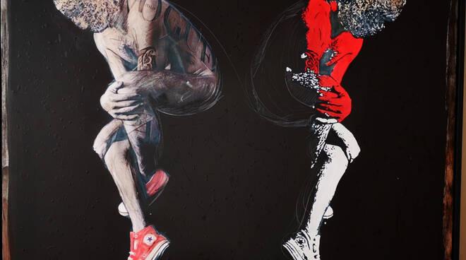 M&P - Uomo con All Star rosse