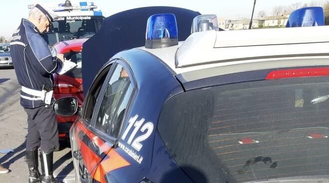 auto dei carabinieri incidentali