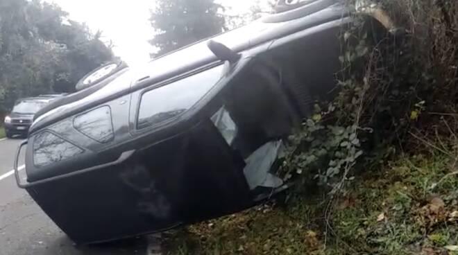 Auto ribaltata a Travo