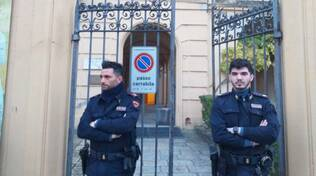 Gli agenti davanti alla Galleria Ricci Oddi