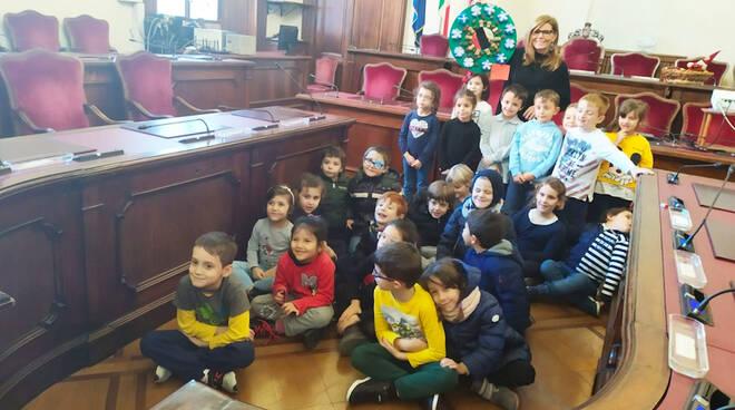 """I bimbi di """"Nostra Signora dell'Orto"""" incontrano il sindaco"""