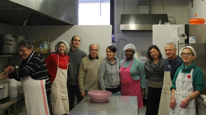 Il ministro Paola De Micheli in visita alla Caritas