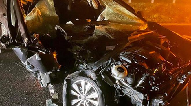 L'auto di Mike Hall dopo l'incidente (Foto Instagram)