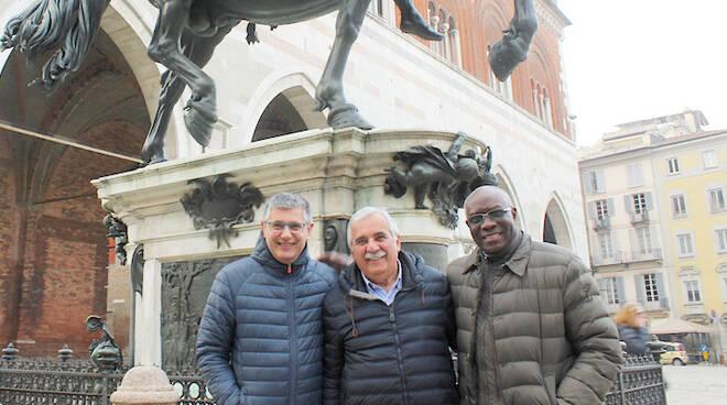 Tony Iwobi e Gianpaolo Vallardi, con il collega Pietro Pisani