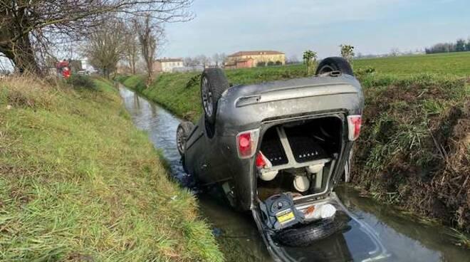 Fiat 500 ribaltata