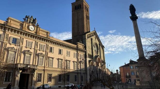 Giornata primaverile in Piazza Duomo