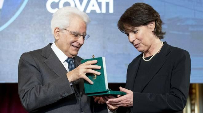 Giovanna Covati premiata dal Presidente Mattarella (Foto Quirinale.it)