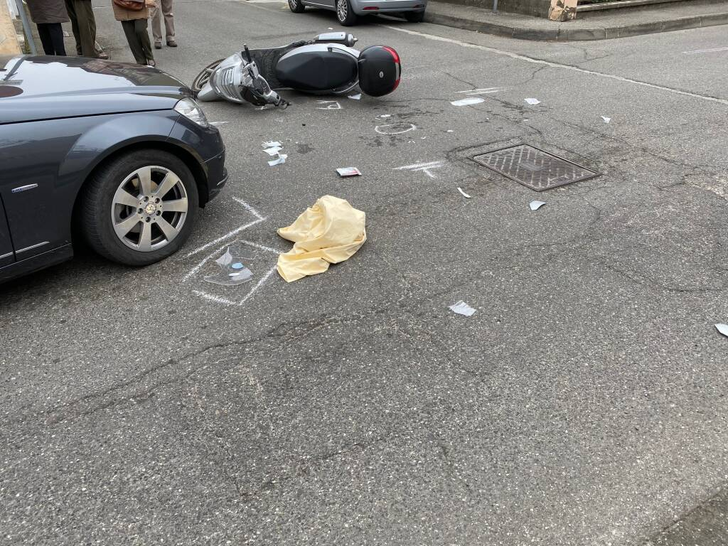 Incidente tra auto e scooter in via Boscarelli