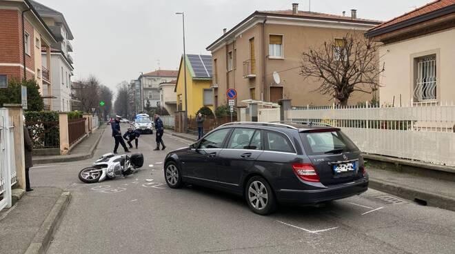 Incidente tra auto e scooter in via Boscarelli