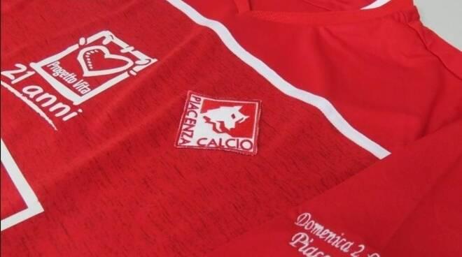 Maglia Piacenza Progetto Vita (Foto Piacenza Calcio)