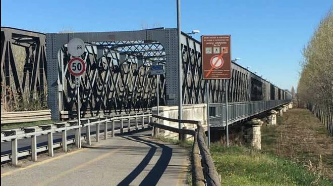 Ponte di Castelvetro
