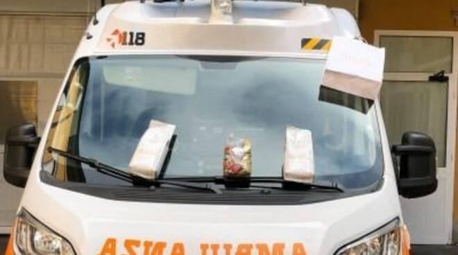 Brioche sull'ambulanza