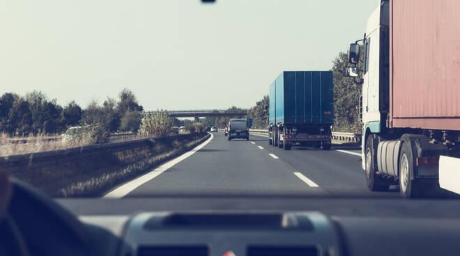 camion trasporto merci