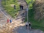 Gente a passeggio sulla ciclabile di strada Agazzana