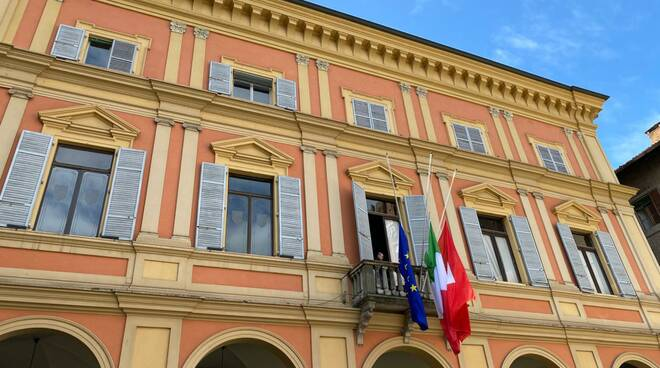 lutto in municipio a Piacenza