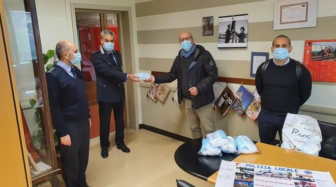 Chiesa evangelica consegna mascherine a Polizia