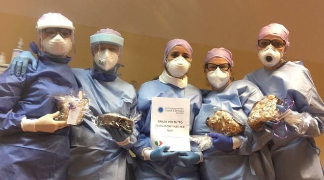 Donazione colombe pasquali dal Sant'Orsola ai sanitari