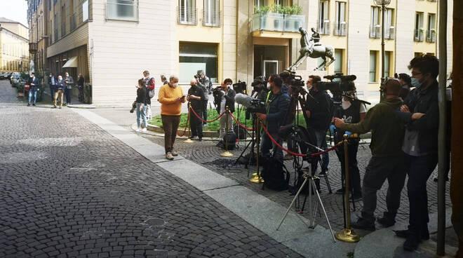 L'attesa per l'arrivo del premier Conte