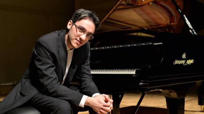 Il pianista Alexander Gadjiev