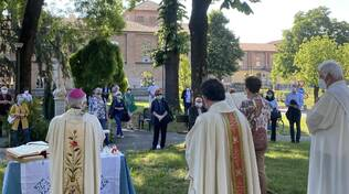 La celebrazione per i defunti con il vescovo Ambrosio