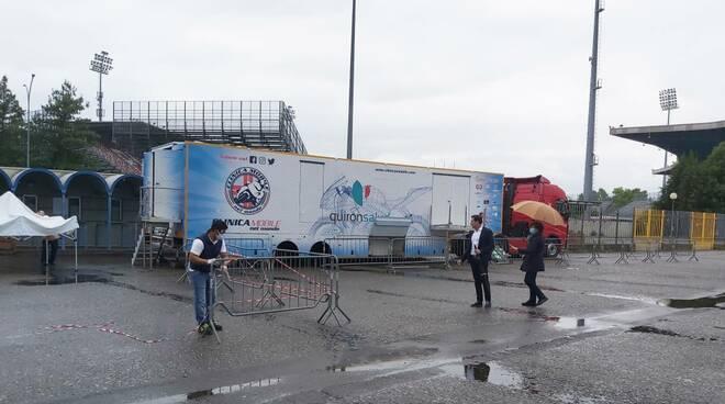 La clinica mobile nel parcheggio dello stadio Garilli