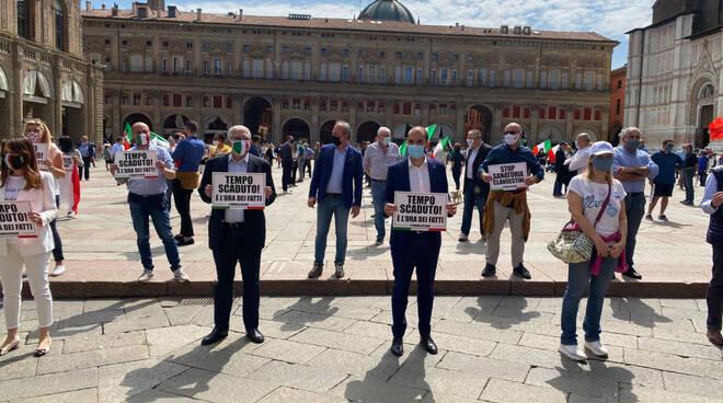Il flash mob della Lega a Bologna