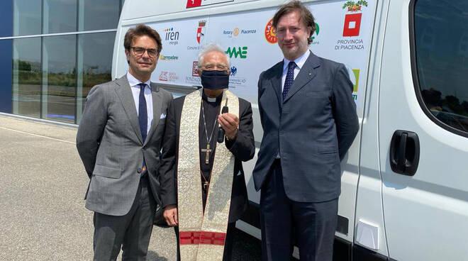 La donazione del furgone da parte del Rotary Piacenza