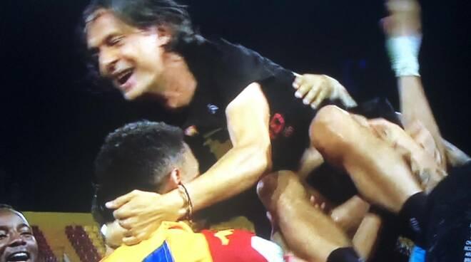Pippo Inzaghi festeggia la promozione del Benevento
