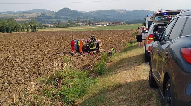 auto ribaltata nel campo Borgonovo