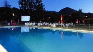 Cinema in piscina a Perino