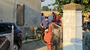 I carabinieri e i soccorritori a Calendasco
