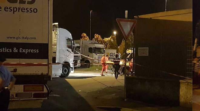 Le forze dell'ordine sul luogo dell'incidente alla Gls