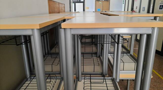 Nuovi banchi monoposto per le scuole piacentine