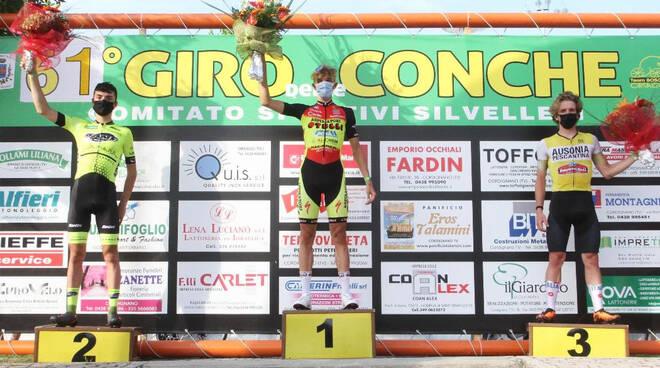 Calì sul podio (foto Rodella)