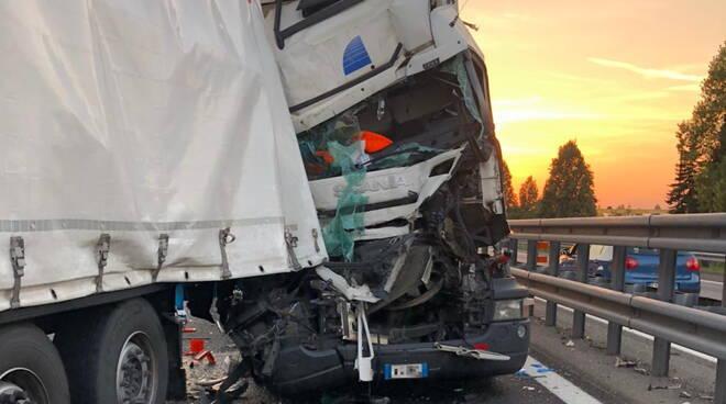 incidente camion  A21