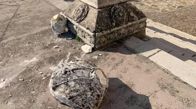 Busto danneggiato alla terrazza di Pigazzano
