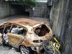 Carcassa auto bruciata