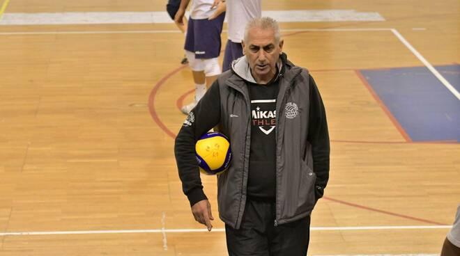 Nella foto di Andrea Scrollavezza, il tecnico Mauro Bartolomeo (Canottieri Ongina)