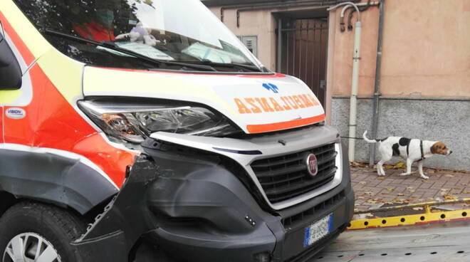 incidente ambulanza via Farnesiana